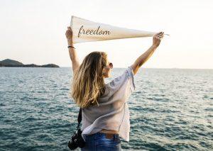לחרות על דגלינו , חופש , חירות